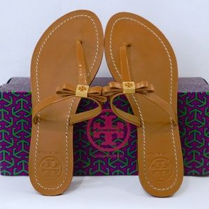TORY BURCH~Leighanne Bow~LEATHER THONG SANDAL~8M